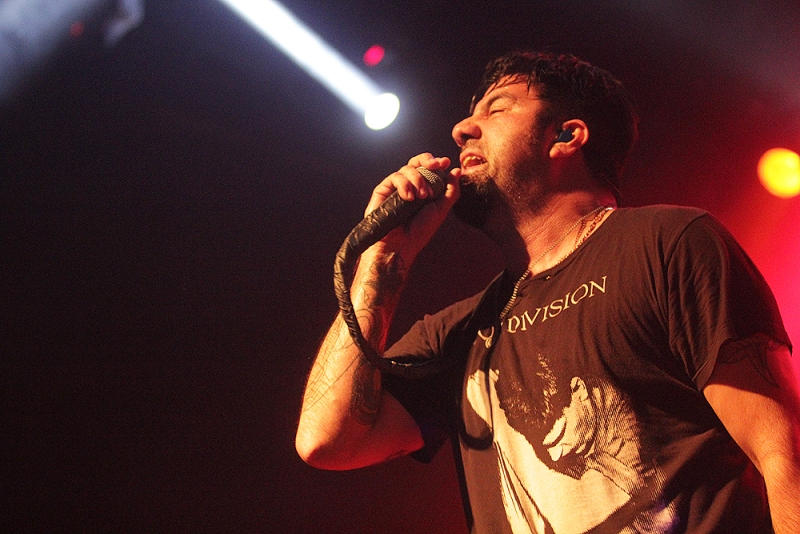 Deftones' Jumpy Trip With The Engine No.9 In Bandung